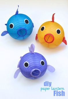 Paper Lantern Fish DIY Craft Tutorial- Perfect decoration idea for an under the sea or ocean party diy ideas crafts Under The Sea Theme, Under The Sea Party, Under The Sea Crafts, Under The Sea Decorations, Ocean Party Decorations, Diy Underwater Decorations, Paper Lantern Decorations, Ocean Centerpieces, Underwater Theme Party