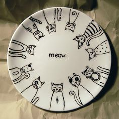 to Decorate Dinnerware With Sharpie! How to Decorate Dinnerware With Sharpie! How to Decorate Dinnerware With Sharpie! Sharpie Projects, Sharpie Crafts, Cat Crafts, Craft Projects, Sharpie Designs, Arte Sharpie, Sharpie Plates, Sharpie Pens, Hand Painted Pottery