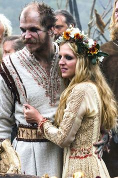 "mademoisellelapiquante: "" Floki and Helga's wedding in Vikings s. Lagertha, Ragnar Lothbrok, Floki, Vikings Tv Show, Ragnar Vikings, Vikings Tv Series, Movie Wedding Dresses, Wedding Movies, Bracelet Viking"