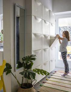 Stauraum für kleine Räume - Maximizing Storage in your hallway with IKEA TRONES in white. Ikea Hallway, Hallway Storage, Ikea Storage, Stair Storage, Hidden Storage, Storage Spaces, Storage Ideas, Hallway Ideas, Wall Storage