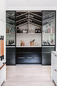How can a home bar influence and change your life? Bring the confort you always wanted to you place by setting the perfect luxury bar just for you. Home Interior, Interior Design Kitchen, Home Design, Style At Home, Built In Wine Rack, Built In Bar, Ideas Hogar, Walk In Pantry, Deco Design