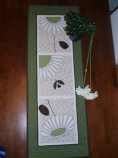 "Eva Stokkvik have made ​​this runner to his daughter Anniken,   it is the daughter who has specific patterns and colors. The pattern   is ""Ladybird Flower""."