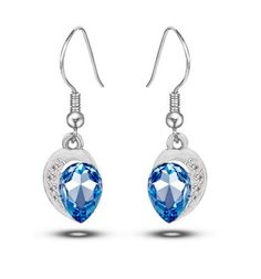 Boucles d'oreille pendantes cristaux bleu plaqué argent avec des cristaux d'Autriche en forme de poire et oxydes de zirconium.