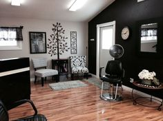 Love this space! Can get some inspiration for home nail salon decorating | nail technician room | nail room