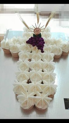 Communion Decorations, Free To Use Images, First Holy Communion, Food Humor, Cupcakes, Holi, Birthdays, Easter, Maya