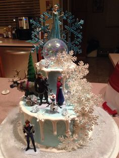 Disney Frozen cake with lights. Omg I want to make this soooo badly