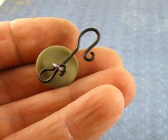Hopemore Studio: Tutorial: Making hook clasps from shank buttons  Excellent idea!