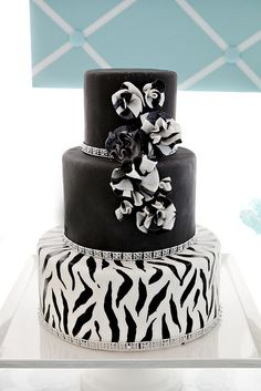 Black & Zebra Stripe Dessert Table by The Couture Cakery, via Flickr Types Of Cakes, Sea Cakes, Homemade Cakes, Custom Cakes, Fondant Cakes, Sweet Dreams, Wedding Cakes, Food Cakes, Homemade Muffins
