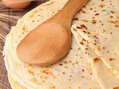 Basic Crepes Recipe on Jspace Food Easy Pancake Batter, Pancakes Easy, Pate A Crepe Simple, Zucchini Pommes, Breakfast Recipes, Dessert Recipes, Delicious Desserts, Yummy Food, Crepe Recipes