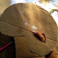 17 Creative Ways to Reuse Cardboard Boxes crafts crafts potter crafts glue gun crafts Cardboard Box Diy, Cardboard Painting, Cardboard Packaging, Pallet Painting, Diy Painting, Diy Crafts For Kids, Fun Crafts, Craft Ideas, Creative Crafts