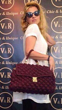 Knitted Bags From Greece With Love-V&R - Pearls To A Picnic Taschen mit Perlen Crochet Girls, Cute Crochet, Crochet Lace, Crochet Handbags, Crochet Purses, Crochet Designs, Crochet Patterns, Knitting Patterns, Denim Handbags