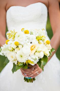 Cream and Yellow Bouquet | Cedarwood Vintage Southern Wedding | Historic Cedarwood | All Inclusive Designer Weddings | Photo by Jen and Chris Creed