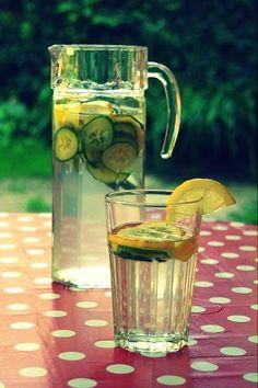 Voda s citronem a okurkou {osvěžení na léto}   DOBROTY DULINKA