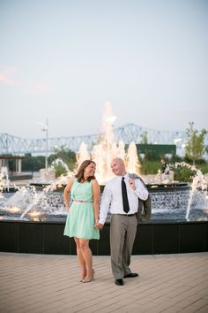 Downtown Owensboro KY engagement pictures Smothers Park fountain