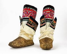FABULOUS: Circumpolar Shoe Fetish - Arctic Style and Function fashion design, indie clothing, style, beauty Bata Shoes, Lappland, Norse Vikings, Indie Outfits, Folk Costume, Bearpaw Boots, On Shoes, Samara, Norway