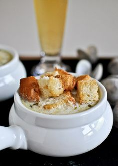 Fresh New England Clam Chowder Recipe with Brown Butter Garlic Croutons | howsweeteats.com