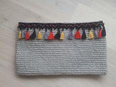 Instagram bibakhobievi   canta yapmaya devam clach bagg Crochet Purses, Crochet Bags, Pouch, Club, Knitting, Crafts, Instagram, Silk Thread, Crocheting