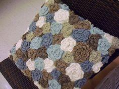 MÚLTIPLA DECORAÇÃO: Flores, almofadas, buquês e crochê.