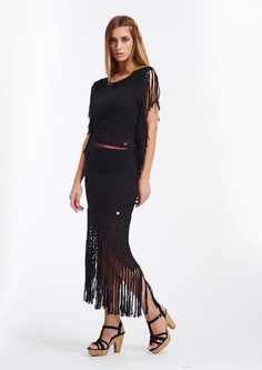 Skirt with fringes , the bottom of the skirt handmade with crochet, slit to the front (100% co makò) certified yarn, made in italy – regular fit Model is 1.77 mt and wear S
