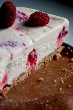 Baltās šokolādes siera kūka