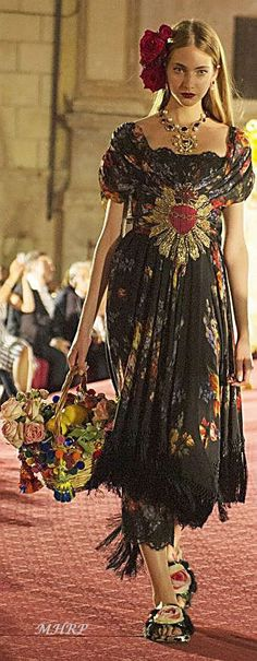 Dolce Gabbana - gown from scarves!   Moda   Pinterest   Gowns ...