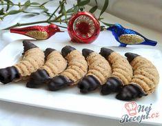 Recept Plněné vánoční rohlíčky máčené v čokoládě Christmas Cookies, Sushi, Waffles, Cereal, Breakfast, Ethnic Recipes, Food, Cakes, Basket
