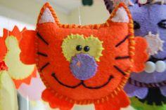 Gato para móvil de cuna, en paño lency