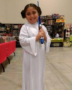 More Fri cosplay from #ACCC2017! Teeny Princess Leia was delightful! #cosplay #alamocitycomiccon #starwars #princessleia #leia #kidscosplay #conlife #conventions #myphotos #sanantonio...
