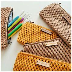Marvelous Crochet A Shell Stitch Purse Bag Ideas. Wonderful Crochet A Shell Stitch Purse Bag Ideas. Crochet Clutch Bags, Crochet Wallet, Crochet Purse Patterns, Crochet Handbags, Crochet Purses, Love Crochet, Crochet Yarn, Crochet Stitches, Knitted Bags