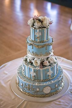 Surrounded by smaller versions of itself in similar colours and with platters of cupcakes this would be an amazing cake for a Marie Antoinette style wedding.