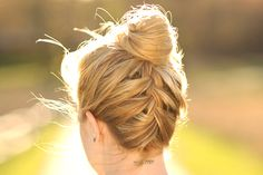 Topknot with French braid. I wish I could french braid my own hair. Upside Down French Braid, French Braid Buns, French Braids, Braided Buns, Fishtail Bun, Messy Buns, Summer Hairstyles, Pretty Hairstyles, Braided Hairstyles