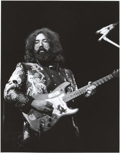 Jerry Garcia in a Nudie's of Hollywood suit 02/19/1973