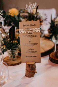 Getränkekarte mit Kraftpapier und Spitze bei der Hochzeit  Foto: Nadine von Bracht Photography