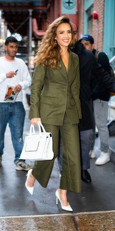 Jessica Alba Outfit, Jessica Alba Style, Jessica Alba Fashion, Zapatillas Veja, Look Fashion, Womens Fashion, Curvy Fashion, Fashion Boots, Street Fashion