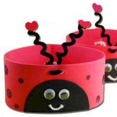 love bug hats for valentines day, i have to come up with a craft for Raine's Valentine's party at school and this looks cute and easy Daycare Crafts, Classroom Crafts, Preschool Crafts, Crafts For Kids, Ladybug Crafts, Ladybug Party, Ladybug Picnic, Ladybug Girl, Valentines Day Party