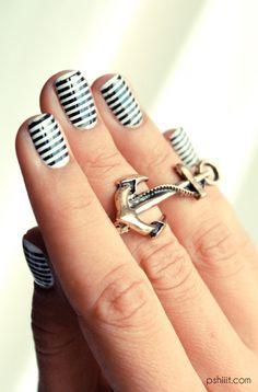 Nail art white stripes e