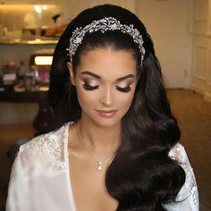 Bridal Makeup Looks, Bridal Hair And Makeup, Bride Makeup, Wedding Hair And Makeup, Wedding Hair Accessories, Hair Makeup, Long Hair Wedding Styles, Wedding Hairstyles For Long Hair, Bridal Hair Inspiration