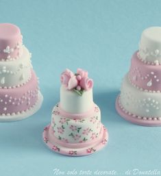 Mini wedding cakes look so impressive as wedding table decorations. Miniature wedding cakes can be individually packed in a clear boxed or served as wedding Individual Wedding Cakes, Mini Wedding Cakes, Wedding Cookies, Gorgeous Cakes, Pretty Cakes, Cute Cakes, Amazing Cakes, Fancy Cakes, Mini Cakes