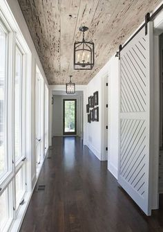 wood ceiling and lanterns, sliding door and beaufitful floor.....