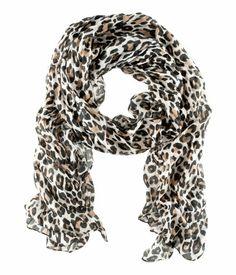 Huivit (tällaisen leopardi-huivin sain huhtikuun yleispaketista)