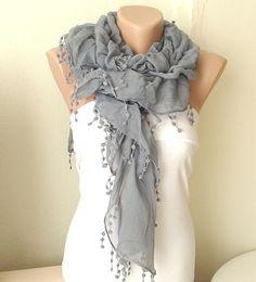 gray ruffle scarf = pretty!