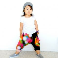Here's another free pattern of the harem pant in different styles for your little hipster.