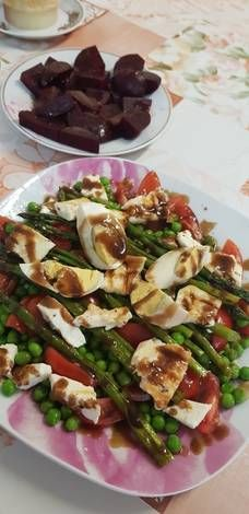Σαλάτα με σπαράγγια! Sprouts, Vegetables, Food, Essen, Vegetable Recipes, Meals, Yemek, Veggies, Eten