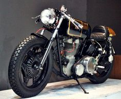 Matchless Cafe Racer is the work of Studio Motor Customs in Jakarta, Indonesia. The bike started out as a 1954 500cc