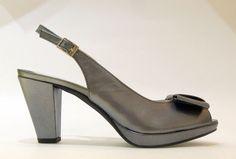 Los zapatos son lo más espiritual que hay. Por eso despiertan tanta fascinación. http://carlosreula.com/blog/?p=752