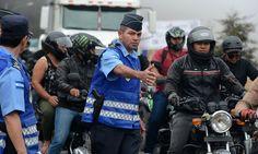 Honduras intenta estructurar una nueva Policía  http://www.elnuevodiario.com.ni/internacionales/centroamerica/424602-honduras-intenta-estructurar-nueva-policia/  • El Nuevo Diario