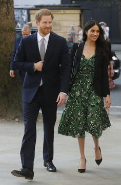 Meghan Markle Rewears Her Favorite Blazer at Event with Prince Harry!: Photo Meghan Markle steps out alongside her fiance Prince Harry to attend an Invictus Games reception on Saturday (April in London, England. The reception was held… Meghan Markle Stil, Estilo Meghan Markle, Self Portrait Dress, Prinz Harry Meghan Markle, Meghan Markle Prince Harry, Harry Et Meghan, Prince Harry And Megan, Estilo Real, Prince Harry