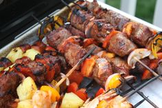 Beef Skewers in an Asian-style Cherry Barbecue Sauce Beef Skewers, Bbq Pork, Grilled Pork, Barbecue Sauce, Asian Style, Lunches And Dinners, Tandoori Chicken, Main Dishes, Favorite Recipes