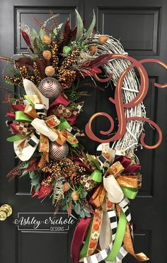 Burgundian Glitzy first fall wreath – Paula – Wreaths Xmas Wreaths, Thanksgiving Wreaths, Deco Mesh Wreaths, Door Wreaths, Casa Magnolia, Diy Wreath, Wreath Ideas, Grapevine Wreath, Initial Wreath
