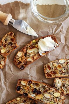 Bread Recipes, Cooking Recipes, Budget Recipes, Fruit And Nut Recipes, Wine And Cheese Party, Wine Cheese, Homemade Crackers, Homemade Crisps, Homemade Breads